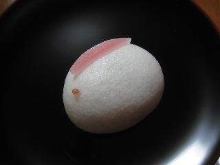 卯の春  薯蕷 鶴屋吉信  20110107