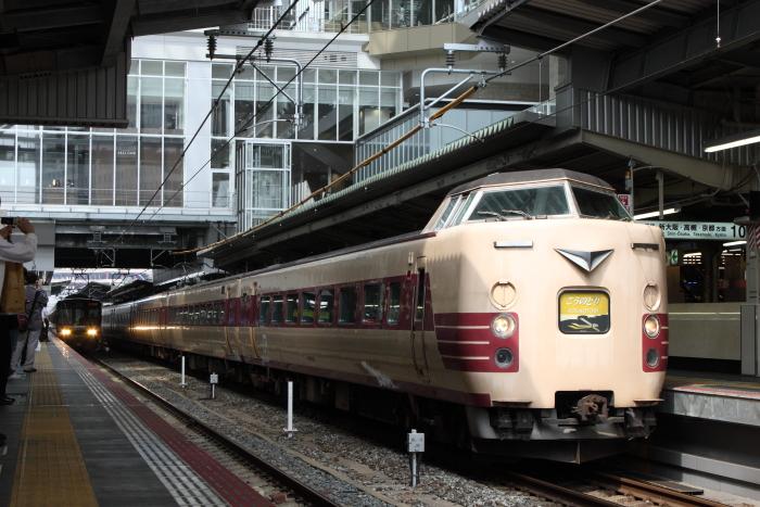 大阪駅の連絡通路と「こうのとり6号」