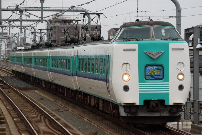 「スーパーくろしお」を代走する381系ヒネB編成