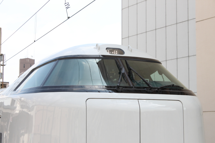 HIDに変更された運転台上部のヘッドライト