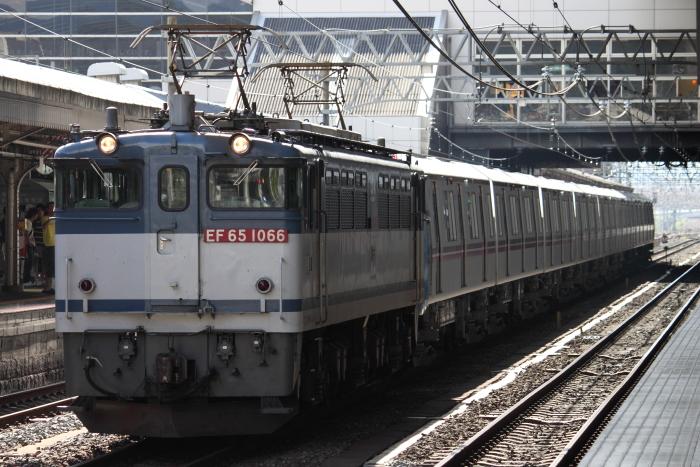 EF65 1066けん引の都営12-600形甲種輸送(京都)