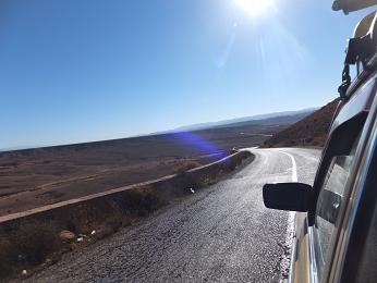土漠の中を進む