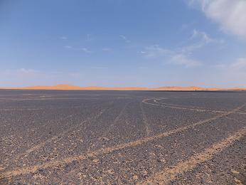 砂漠のホテルまでの道