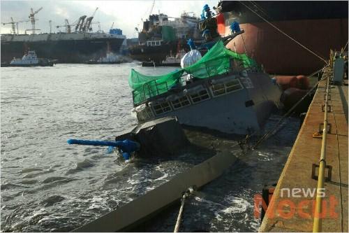 韓国の高速艇が強風で沈没!海軍最新鋭コムドクスリ級ミサイル艇、建造中に強風でドアから海水が入る!最強の韓国軍