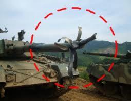 韓国軍の戦車、火を噴いた後