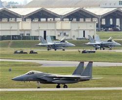 米軍嘉手納基地のF15戦闘機。中国の挑発に一触即発ムードだ