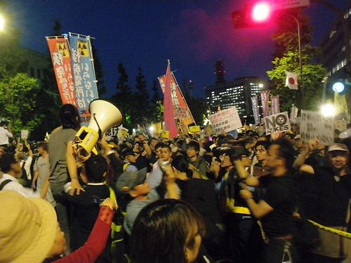 平成24年(2012年)6月29日、大飯原発再稼動決定を撤回せよ!首相官邸前抗議(永田町の公道を不法占拠し、長時間大音量を出し続けた)