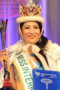 日本人初のミス・インターナショナルに選ばれた吉松育美(26)