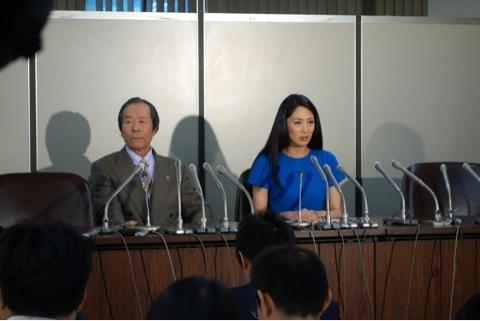 12月13日、東京地裁にある司法記者クラブにおいても記者会見が開かれ、記者は散々質問したが、報道したのは吉松育美の出身地(佐賀県)の佐賀新聞だった。