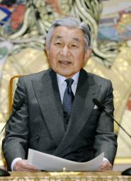 80歳の誕生日を前に記者会見される天皇陛下=18日、宮殿・石橋の間(代表撮影)共同通信、東京新聞、中日新聞