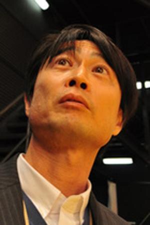 谷口元一は、創価大学を卒業し、TBSに就職し、現在は大手芸能事務所ケイダッシュの幹部で、関連会社パールダッシュ社長