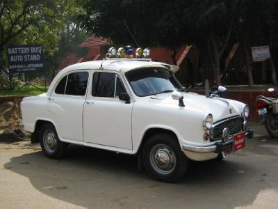 04インドのパトカー