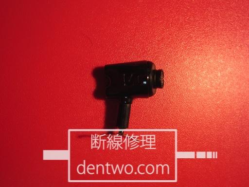 MMCXジャックを取り付けるため、本体付近でケーブルを切断したゼンハイザーのイヤホン・IE800の画像です。Dec 24 2014IMG_0368