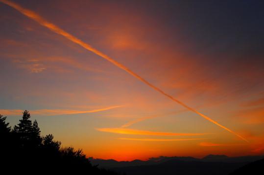 087 2008.11.26-赤い飛行機雲-01