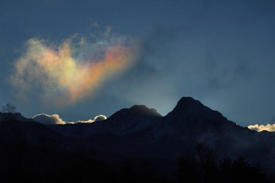2009.11.23-日の出と彩雲-01