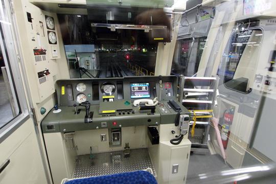 20110211_tokyo_metro_15000-cab01.jpg