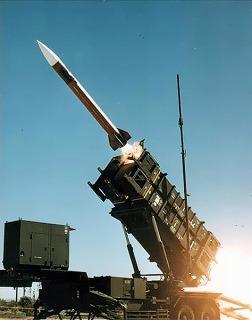 Patriot_missile_launch_b.jpg