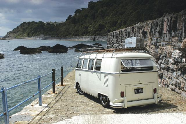 VW_BUS_White_757XUE.jpg
