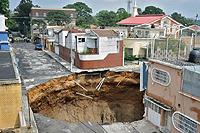 グアテマラ市内に突如現れた地獄の門