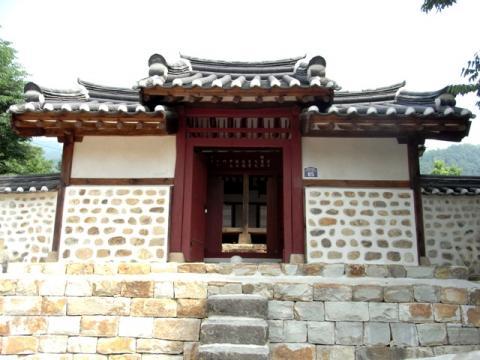 六槐亭 入り口 旌閭(チョンリョ)門