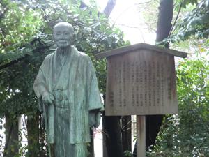 西尾さん銅像