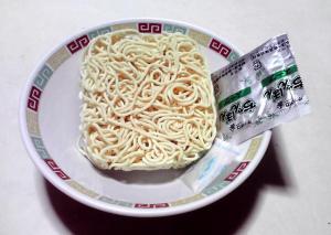 麺の力 ちゃんぽん(麺と内容物)