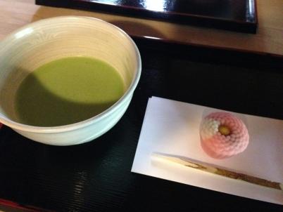 抹茶と手まり菊