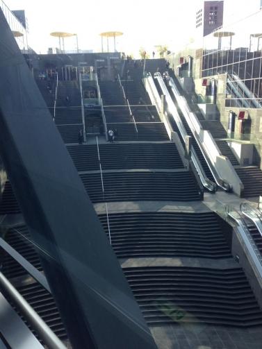 スカイウォークからの大階段