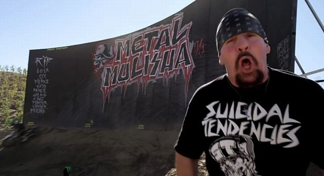 suicidal-tendencies-metal-mulisha-bikes-and-girls-fighting-video-72681-7 640x348