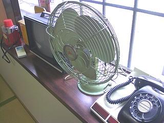 古い電話や扇風機
