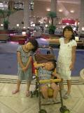 ウキウキ三姉妹