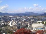 天守から福知山市街を見渡す