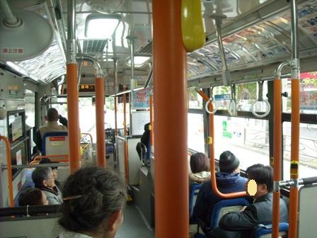 川崎大師行きバス車内