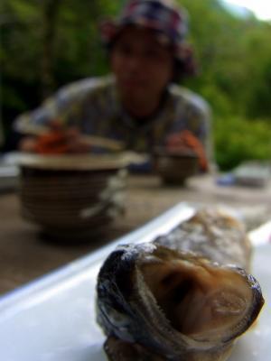 明神館の岩魚丸焼き