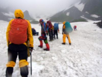 獅子岩に向かう雪渓