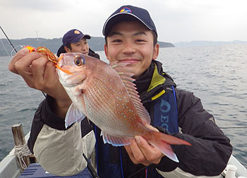 バーニングさん 初鯛を釣る・・の図