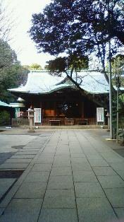 渋谷氷川神社の境内。