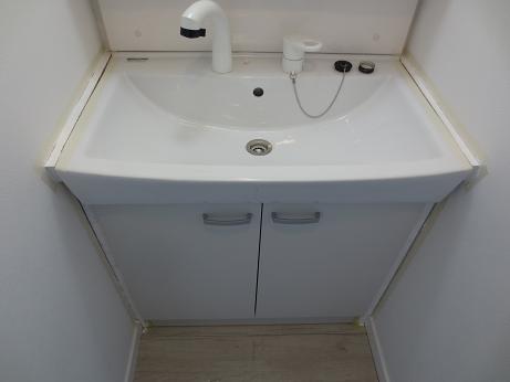 洗面化粧台、ペンキ塗り完成
