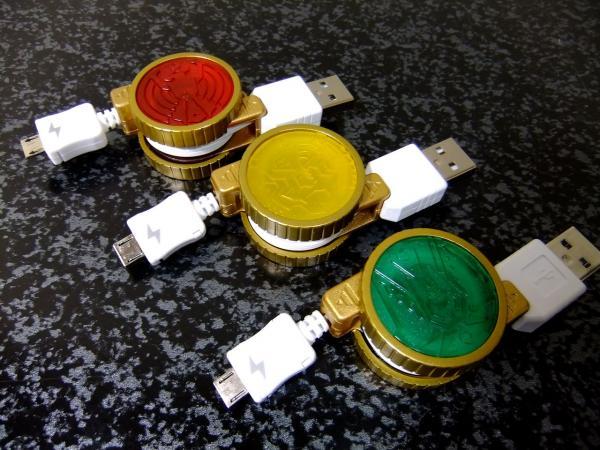 コアメダル型スマートフォン・携帯電話充電用巻き取りケーブル&変換アダプタ (タトバコンボ)