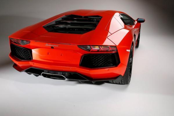 2012_Lamborghini_AventadorLP70042_convert_20110228164300.jpg