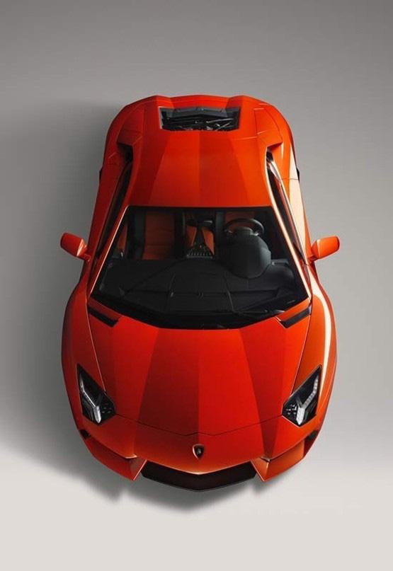 2012_Lamborghini_AventadorLP70043.jpg