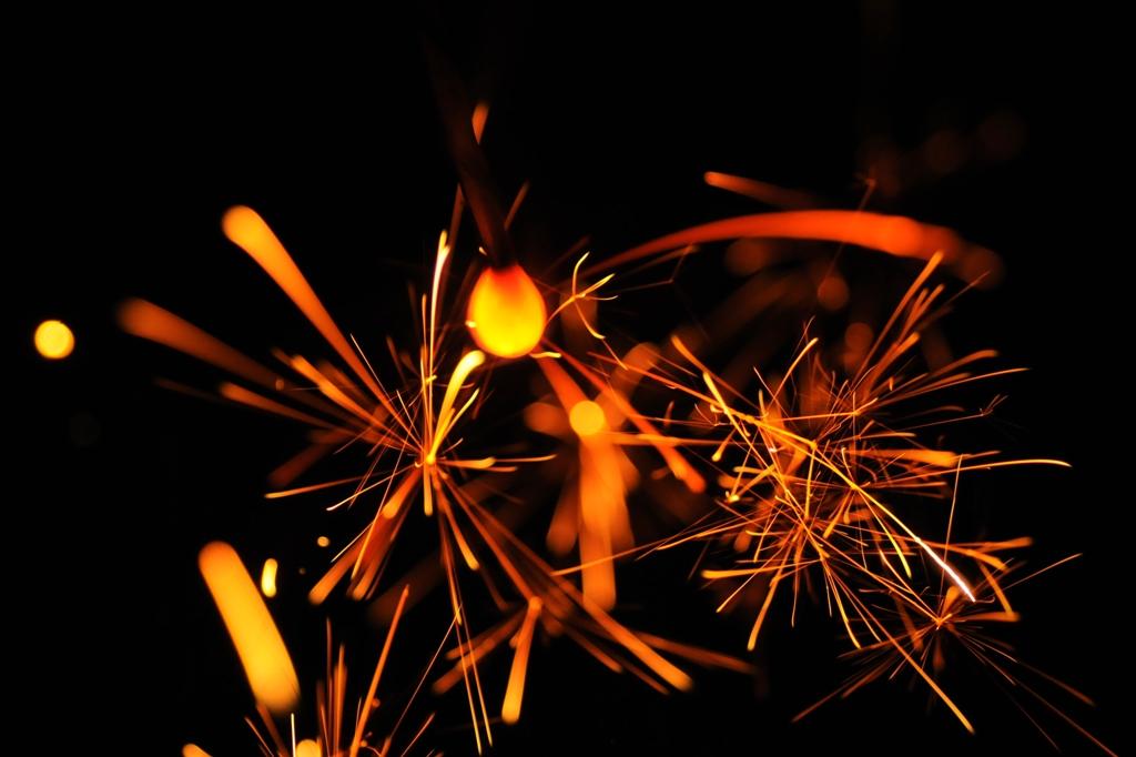 手元の花火も綺麗、空の花火も綺麗。花火は綺麗。PL花火おすすめです。