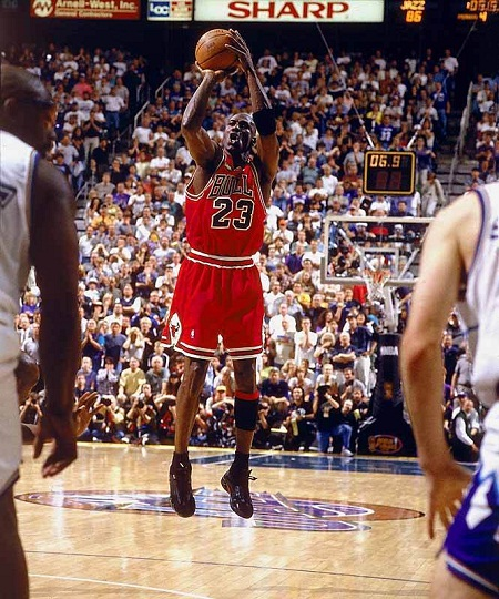 Michael-Jordan-s-Last-Shot-As-A-Bull-michael-jordan-8773419-666-800.jpg