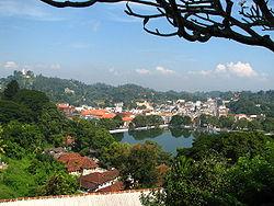 250px-Sri_Lanka_-_027_-_Kandy_lake_and_city_centre.jpg