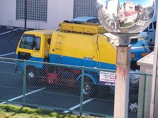 三色カラーの清掃車2