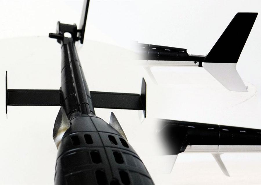 垂直水平尾翼とアンテナ