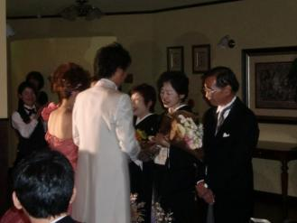 両親に花束贈呈