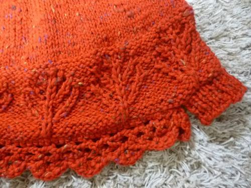 毛糸ピエロ 赤ポンチョ すそアレンジ