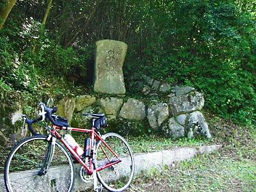 泉郷峠 石碑