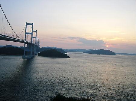 夕日と来島海峡大橋